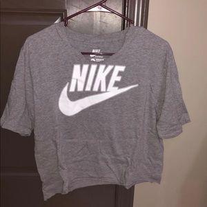 Cropped Nike T-shirt